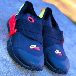 NWOB!  Boys Nike Air Huaraches -Size 6Y
